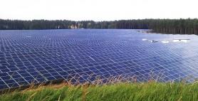 montierte Freiland Photovoltaikanlage